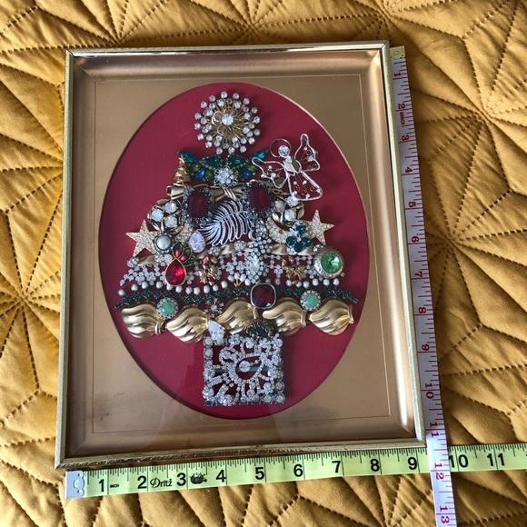 Framed Vintage Jewelry Christmas Tree Art. 🌲